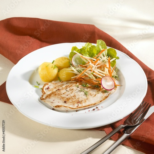 Turkey escalopes with boiled potatoes and salad