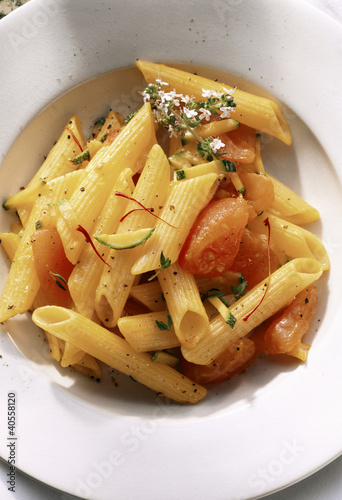 Penne with tomatoes, courgettes and saffron