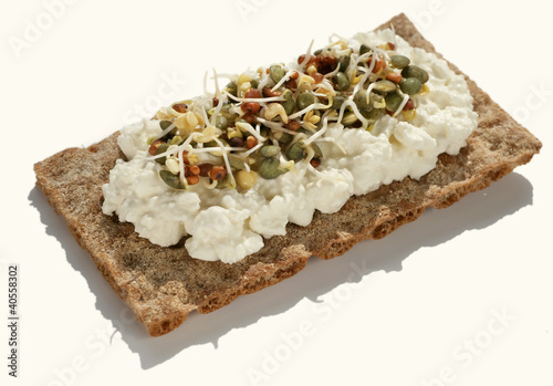 Crispbread with cottage cheese and sprouts