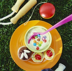 Yoghurt cream with chocolate beans, muffin & cherry cakes