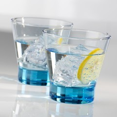 Two glasses of water with ice cubes and a slice of lemon