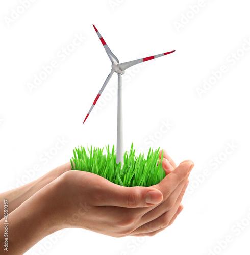 turbina eolica in mano