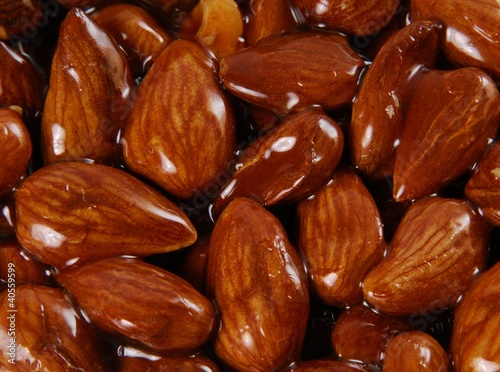 Almond brittle (full-frame)