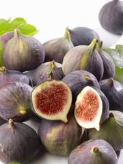 Fresh figs in a heap