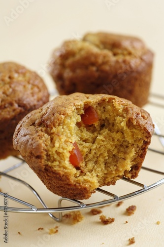 Muffins with dried papaya