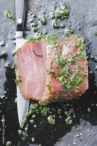 Marinated tuna with herbs