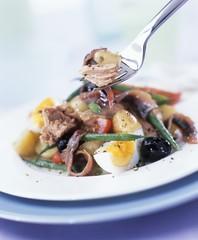 Salade niçoise with tuna and anchovies