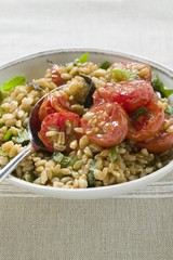 Emmer wheat salad with tomatoes and herbs (Italy)