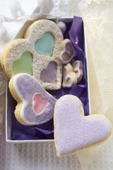 Assorted heart-shaped Christmas biscuits to give as a gift