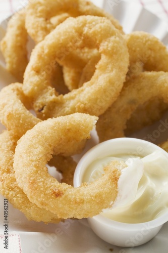 Deep-fried onion rings with mayonnaise