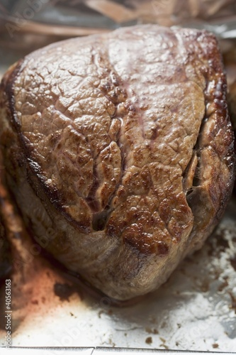 Fried beef steak (close-up)