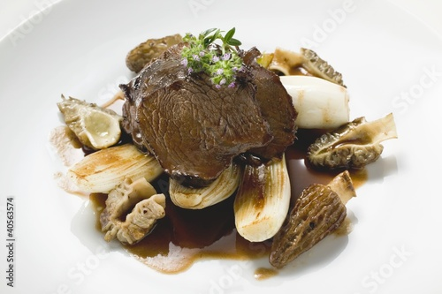 Roast beef with morels and garlic