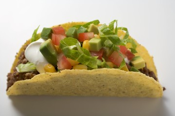 Taco with mince, vegetables and sour cream