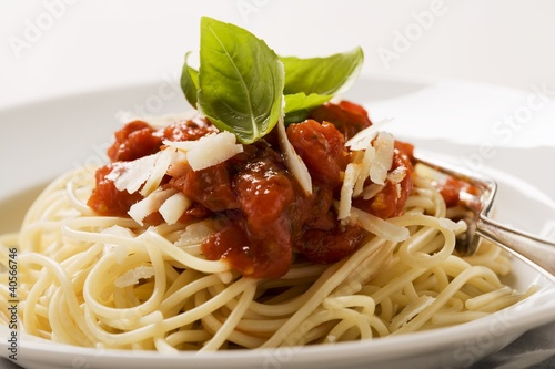 Spaghetti with tomato sauce and Parmesan (close-up)