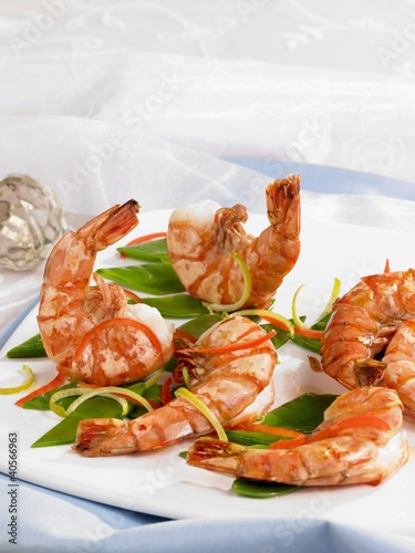 Prawns with julienne vegetables