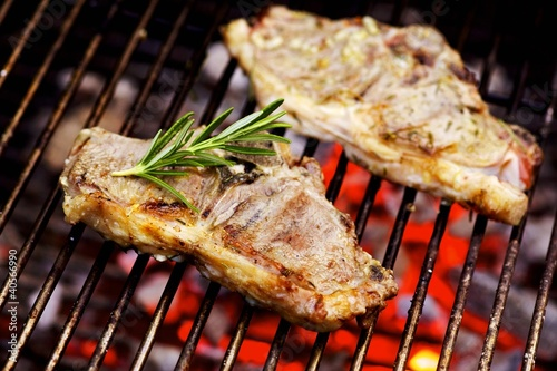 Barbecued lamb chops with rosemary
