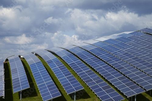 Leinwanddruck Bild Photovoltaik mit Solarzellen und Solarmodulen