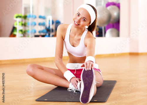Young woman doing sport in gym
