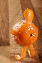Mandarin-Man carrying himself