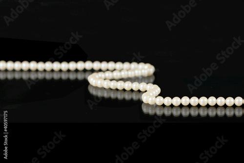Leinwandbild Motiv Pearls on Black