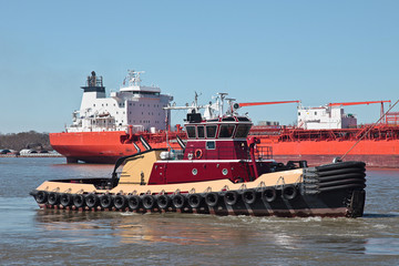 Tub Boat and Cargo Vessel on Mississippi River