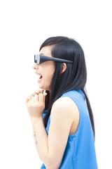 3Dメガネをかけた女性