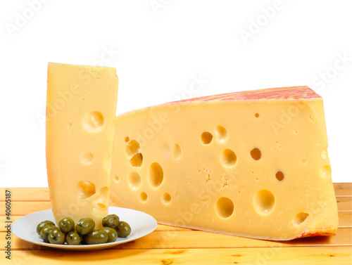 Formaggio Emmenthal e olive