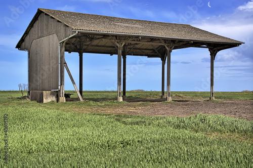 Hangar agricole photo libre de droits sur la banque d - Hangar photovoltaique agricole gratuit ...