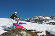 Adolescentes  a la montagne l'hiver