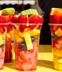 Frische Früchte im Becher