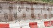 Treillis et chaînage de fers à béton sur un mur de soutènement
