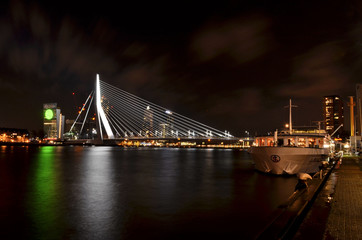 Rotterdam Downtown bei Nacht