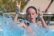 Erfrischung - Junge springt ins Wasser- Wasserbombe