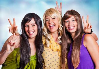 3 Mädchen haben Spaß/black-blond-brown-2