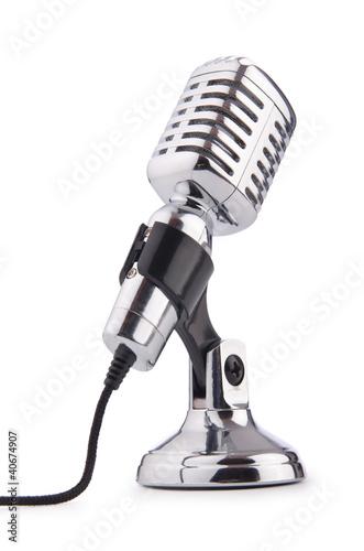 Retro rocznika mikrofon odizolowywający na bielu