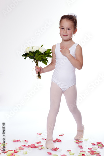 Young ballerina thanks to the audience