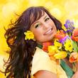 attraktives Mädchen mit Blumenstrauß / it's spring 9