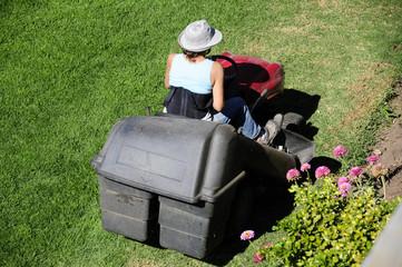 Mujer en tractor