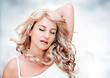 blonde Frau entspannt sich / Blondi 6