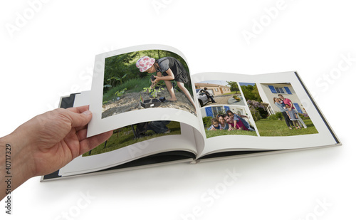 Tourner les pages d'un album photo - livre photo