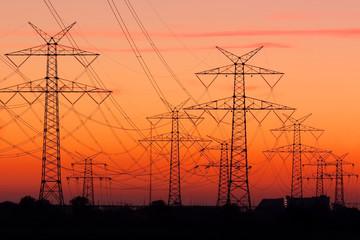 Strommasten bei Sonnenuntergang, Electricity pylons