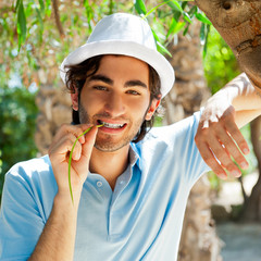 Man wearing hat and casual clothes in sunny day