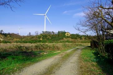 農道と風車