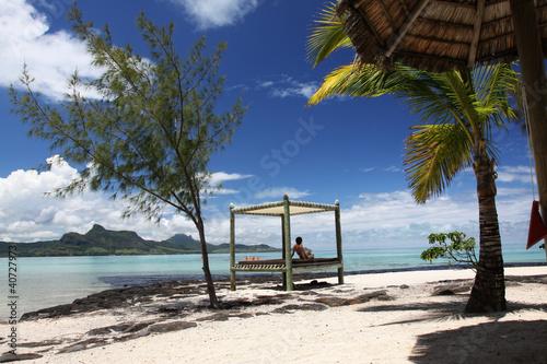 bett am strand von mauritius von athomass lizenzfreies foto 40727973 auf. Black Bedroom Furniture Sets. Home Design Ideas