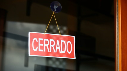 Open and closed signs (español)