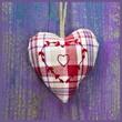 Herz in Violett und Rot kariert
