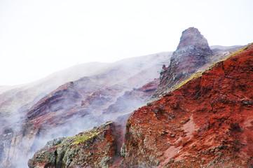 Nuvole di zolfo sul vulcano Vesuvio, Italia