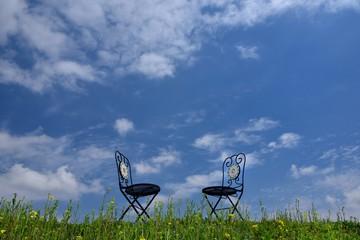 青空と椅子のある風景 A