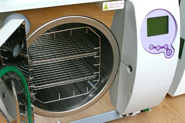 Steam steriliser (autoclave) class B with visible chamber.