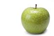 Una bonita manzana verde cubierta de rocío.